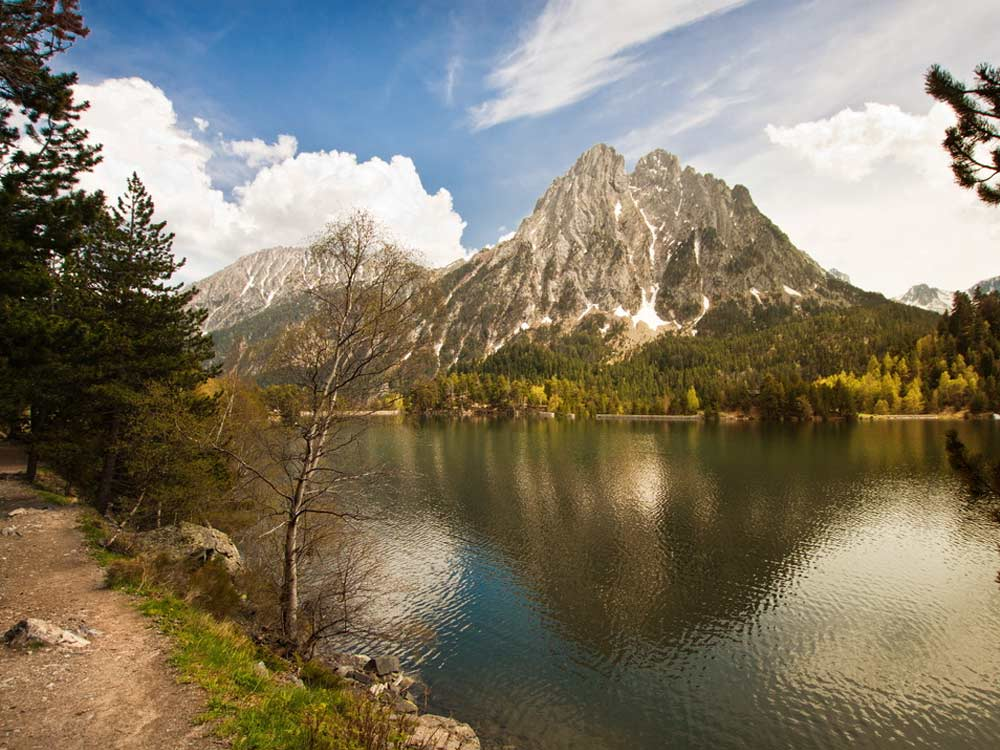 Parc national d 39 aig estortes lac sant maurici pyr n es espagne - Casas rurales en aiguestortes ...